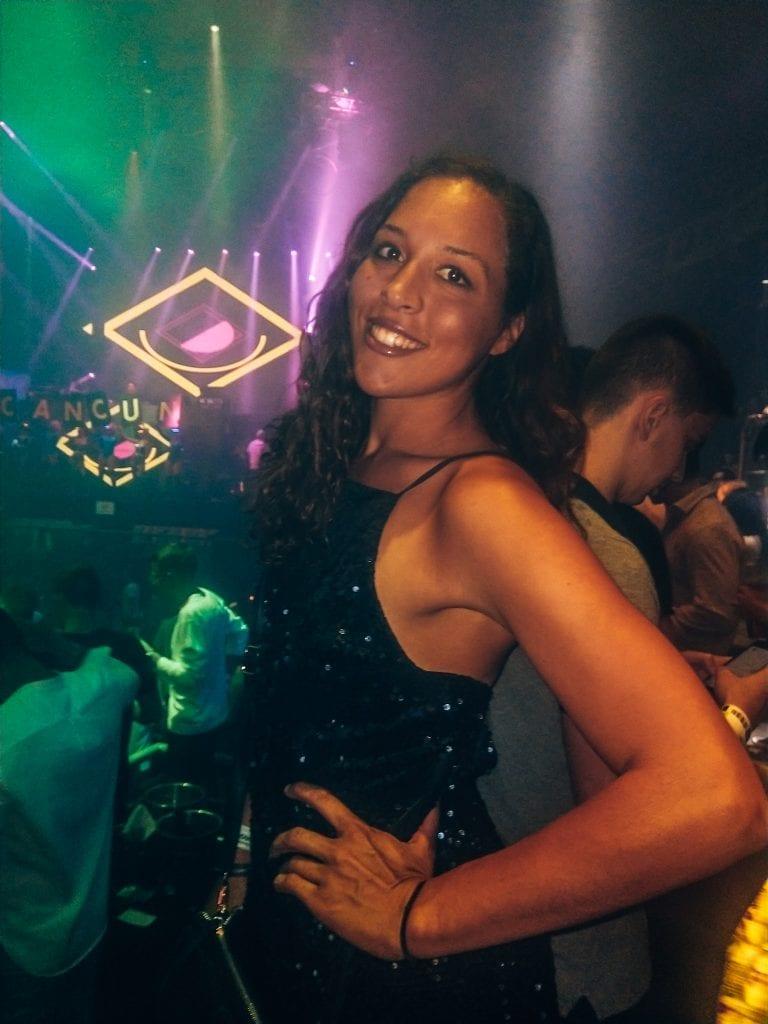 Sober Sarah travel blogger in club in Cancun