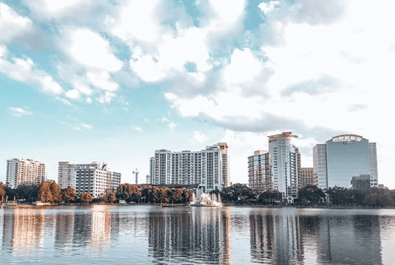 Lake Eola Park in Orlando, Florida with the buildings reflecting in the water.